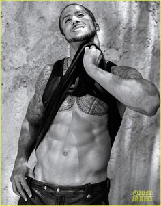 NFL Player Colin Kaepernick Bares Amazing Abs for 'V Man'! | colin kaepernick shirtless v man magazine 03 - Photo