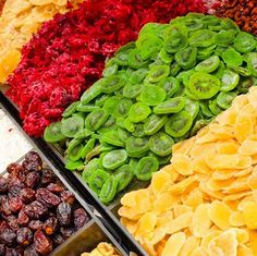 The Right Way to Dry Fruit in the Oven Fruit Snacks, Fruit Recipes, Healthy Snacks, Cooking Recipes, Freezing Fruit, Freeze Dried Fruit, Dehydrator Recipes, Fruit Dehydrator, Dried Bananas