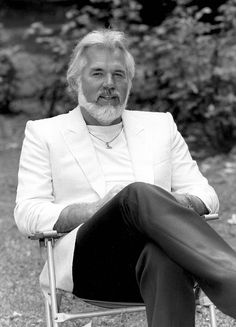 Kenny Rogers TV Special: Facts From A&E's 'Biography' Documentary Mommy Workout, Best Ab Workout, Top Hit Songs, Rogers Tv, Islands In The Stream, Becoming A Father, Lionel Richie, Abdominal Exercises, Country Music Singers