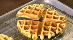 These cornbread waffles are easy to make and delicious! They pair perfectly with chili. Recipe: http://livewelln.co/1ekRNvu