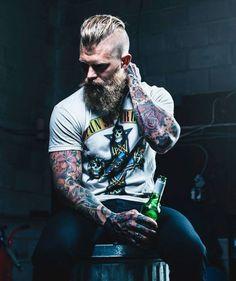 20 Sexy Haircuts for Men Viking Beard, Viking Men, Viking Haircut, Beard Images, Beard Pictures, Pompadour Style, Hipster Beard, Look Man, Models