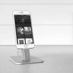 Diesen verstellbaren Standfuß aus gebürstetem Metall für iPhone und iPad mini, gibt es im Apple-Store. Hier entdecken und kaufen: http://sturbock.me/M1P