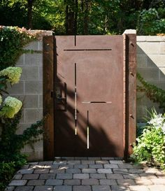 Custom made corten steel entry gate is laser cut to mimic the inlays in the walnut entry door. Phot: Aaron Leitz - maybe real Cortez steel gate to give the impression that the entrance is the same. Tor Design, Fence Design, Front Gates, Entrance Gates, Side Gates, Entrance Ideas, Garden Doors, Garden Gates, Garden Pond