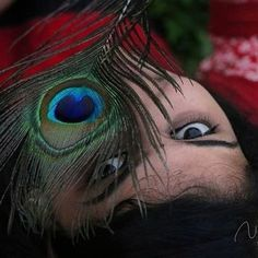 Tips For Taking Digital Photography Feather Photography, Portrait Photography Poses, Photography Poses Women, Girl Photography Poses, Sadness Photography, Photography Lessons, Autumn Photography, Indian Photoshoot, Photoshoot Images