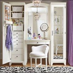 Such a beautiful and tidy vanity. Home Decor Beauty Room inspiration Vanity Room, Vanity Set, Vanity Ideas, White Vanity, Teen Vanity, Bedroom Vanities, Vanity In Closet, Master Closet, Vanity With Storage