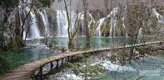 """Wir stehen vor dem großen Wasserfall und kriegen den Mund nicht mehr zu. Diese Weite, diese Tiefe, dieses unglaublich türkise Wasser! Wir wussten, dass uns heute ein ganz besonderes Naturschauspiel erwartet. """"Das müsst ihr euch unbedingt angucken!"""" haben uns schon zu Hause Bekannte eingeschärft, und auch unsere Couchsurfing-Gastgeber in Zagreb haben uns den Nationalpark als … … Weiterlesen →"""