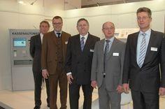Tochterunternehmen präsentiert sich erfolgreich auf der E-World in Essen Messen wie die E-World in Essen, die europäische Leitmesse der Energie- und Wasserwirtschaft, bieten sich in vielerlei Hinsicht an, das eigene Unternehmen erfolgreich zu präsentieren. So ist es auch dem Tochterunternehmen der Gauselmann Gruppe, HESS Cash Systems GmbH & Co. KG, gelungen mit dem eigenen Marktstand Erfolge zu erzielen.