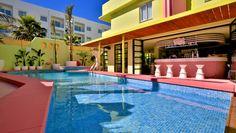 Sabor y color de Miami en la isla blanca. Best Hotel Deals, Best Hotels, Miami Beach, Tropicana Hotel, Playa Den Bossa, Art Deco Hotel, Ibiza Town, Hotel Pool, Unique Hotels