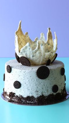 Cookies 'n' cream fans, this Oreo splash cake was made for you. Oreo Frosting, Chocolate Frosting, Frosting Tips, Cake Decorating Techniques, Cake Decorating Tips, Oreo Cake Recipes, Cake Board, Cake Tins, Cream Cake