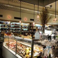 Farmshop at Brentwood Country Mart - delicious food to eat in or take home