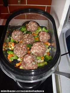 0,5kg mletého masa rozmícháme s vajíčkem, hořčicí, kořením a bylinkama podle chuti. Mraženou zelenin... Steam Recipes, Healthy Living, Beef, Healthy Recipes, Treats, Dishes, Steamer, Food, Diet