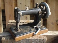 Weiteres - süße Deko Nähmaschine - ein Designerstück von vn-home bei DaWanda