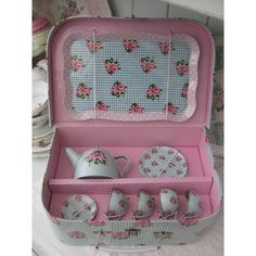 how to display tins | Vintage style tin tea set | Toy tea set | Vintage pink Gifts and ...