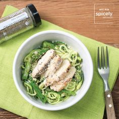 On a gluten-free diet but yearning for a heaping bowl of pasta? Zucchini noodles allow you to enjoy a low-carb, naturally gluten-free, Italian-inspired dinner. Raw Vegan Recipes, Gourmet Recipes, Cooking Recipes, Healthy Recipes, Spiral Slicer Recipes, Vegetable Noodles, Vegetable Spiralizer, Healthy Foods To Eat, Healthy Eating