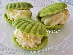 lovely yet ambiguous recipe for creme pat-filled shell-shaped biscuits made from pistachio pudding & ground peanuts (recipe translator)