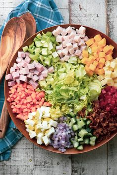 Chopped Chef Salad with Creamy Sweet Onion Dressing ~ the chef salad is an American institution, and probably the original main course salad. Chopped Chef Salad with Creamy Sweet Onion Dressing Ellisha e Chef Salad Recipes, Healthy Salad Recipes, Healthy Snacks, Healthy Eating, Cooking Recipes, Clean Eating, Vegetarian Salad, Avocado Salad Recipes, Salad Recipes For Dinner