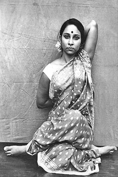 """reminds me of my hatha yoga practice in India. No crazy """"yoga mats"""" or """"yoga clothes"""". Just practice; pure and simple. Ayurveda, Yoga Roots, Photo Yoga, Cow Face Pose, Cow Pose, Beautiful Yoga, Beautiful People, Beautiful Pictures, Ashtanga Yoga"""