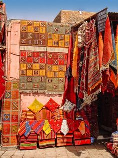 should have bought at least a dozen rugs on spec while in morocco...