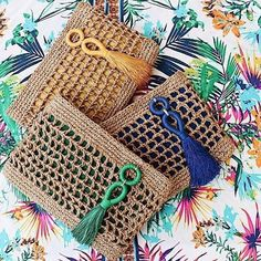Marvelous Crochet A Shell Stitch Purse Bag Ideas. Wonderful Crochet A Shell Stitch Purse Bag Ideas. Crochet Wallet, Crochet Clutch, Crochet Handbags, Crochet Purses, Crochet Bags, Love Crochet, Knit Crochet, Crochet Stitches, Crochet Patterns