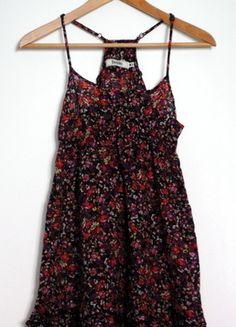 Kup mój przedmiot na #vintedpl http://www.vinted.pl/damska-odziez/krotkie-sukienki/9515250-bershka-sukienka-w-kwiatki-na-ramiaczkach-rozm-m