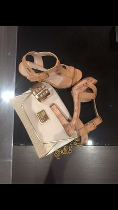 Hazte con tus sandalias mustang y con el bolso de chika10,combinalos como quieras pero siempre los encontrarás en salvador artesano:zapaterias