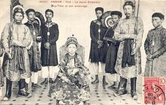 1907: the child Emperor Duy Tan and his court.