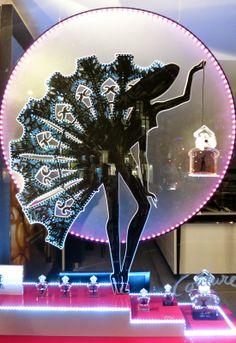 www.retailstorewindows.com: Geurlain, Paris