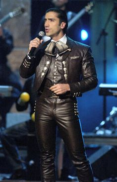 Alejandro Fernandez in that amazing chocolate leather!