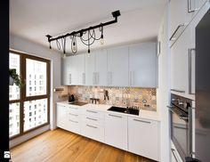 oświetlenie, płytki drewnopodobe plus płytki ścienne. Kuchnia styl Nowoczesny - zdjęcie od Home Glamour Now - Kuchnia - Styl Nowoczesny - Home Glamour Now