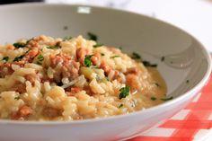 Il risotto con gorgonzola dolce e salsiccia è un primo piatto dal sapore molto intenso e coinvolgente. Facile da realizzare si presta a tantissime occasioni diverse. Ecco la ricetta