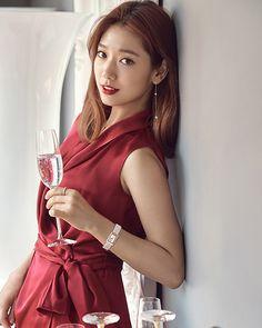 Park Shin Hye looks beautiful for the holiday season with 'Swarovski' jewelry in. - Park Shin Hye looks beautiful for the holiday season with 'Swarovski' jewelry in Look' - Park Shin Hye, Song Hye Kyo, Gwangju, Korean Actresses, Korean Actors, Korean Beauty, Asian Beauty, Asian Woman, Asian Girl