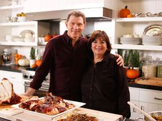 10 Best Make-Ahead Thanksgiving Dishes from Ina Garten and Bobby Flay Celebrate Thanksgiving with Ina Garten and her neighbor Bobby Flay as they share their best make-ahead meals for the big feast. Food Network Ina Garten, Food Network Recipes, Cooking Recipes, Chef Recipes, Thanksgiving Recipes, Holiday Recipes, Thanksgiving Celebration, Thanksgiving Sides, Recipes