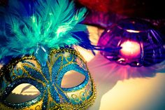 Mardi Gras celebration at Bothwell Arts Center returns on February 4th complete with French Quarter decor, Louisiana style cuisine, Hurricanes, live New Orleans jazz and more! #explorelivermore #livermore #art #masks #event #mardigras