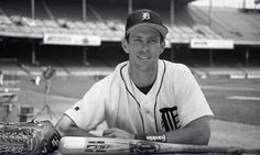 Alan Trammel - Detroit Tigers Stadium Tour, Yankee Stadium, Tiger Stadium, Mlb Detroit Tigers, White Sox Baseball, Louisville Slugger, Baseball Photos, Washington Nationals, San Francisco Giants