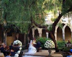 Matrimonio all'aperto a Sorrento. Emozionante cerimonia nuziale al Chiostro di San Francesco