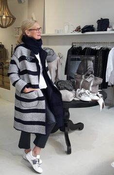 Style & Select, Boutique in Bochum / HOME - Outfit 2018 - Quinoa Recipes Mature Fashion, 60 Fashion, Over 50 Womens Fashion, Black Women Fashion, Fashion Over 50, Trendy Fashion, Winter Fashion, Fashion Outfits, Fashion Trends