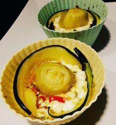 Käserose Ziegenfrischkäse mit Paprika und Zucchini gemischt, in den wurden dann Zucchini und Artischocken gesteckt. Bei 150 Grad so lange in den Ofen bis es braun wird