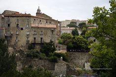 Sartene Corsica la città scolpita nella roccia http://matrioskadventures.com/2012/08/28/sartene-la-citta-corsa-scolpita-nella-roccia/