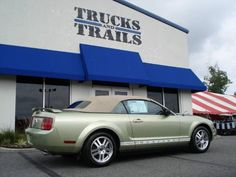 tan top...yes 06 mustang convertible green