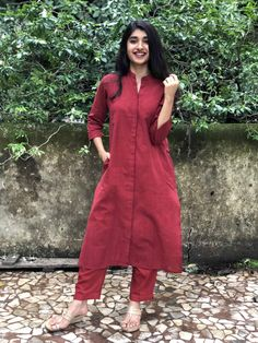 Aaina organic kurta the indian ethnic co. Simple Kurta Designs, Kurta Designs Women, Kurti Neck Designs, Kurti Designs Party Wear, Blouse Designs, Salwar Designs, Trendy Dresses, Simple Dresses, Casual Dresses