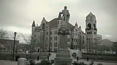 On the 6th day, we bring you to Scranton, PA. This town is known for historical facts, from Houdini to this memorial statue of George Washington⚖. If you want to learn some history of the United States , this would be the place to go. Safe journeys.  #4days_out #america #scranton #pennsylvania #steamtown #travelwell #livewell #enjoy #explore #experience #knowledgeispower #learn #something #new #everyday #historicalfacts #houdini #georgewashington #magician to #president