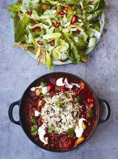Veggie chilli with crunchy tortilla avocado salad, Jamie Oliver 15 minute meals Chilli Recipes, Easy Salad Recipes, Easy Salads, Vegetable Recipes, Vegetarian Recipes, Cooking Recipes, Healthy Recipes, Vegetarian Chili, Veggies