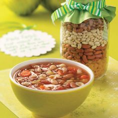 Pasta Fagioli Soup Mix Recipe- Recipes This meatless soup is both economical and flavorful. Church groups could buy the ingredients in bulk and assemble mixes to give to shut-ins. Jar Gifts, Food Gifts, Soup Recipes, Cooking Recipes, Recipies, Soup In A Jar, Fagioli Soup, Poblano, Great Northern Beans