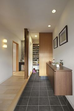 Hallway – Home Decor Designs Modern Japanese Interior, Japanese Modern House, Japanese Interior Design, Japanese Home Decor, Interior Exterior, Interior Architecture, House Entrance, Hallway Decorating, Architect Design
