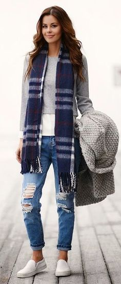 Black And Grey Striped Scarf women fashion outfit clothing stylish apparel closet ideas Passion For Fashion, Love Fashion, Womens Fashion, Style Casual, Style Me, Comfy Casual, Fall Winter Outfits, Autumn Winter Fashion, New Outfits
