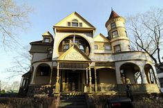 """Photo courtesy of Dr. Ted BrownHBO show has moved in on St. Paul's Avenue in Stapleton. STATEN ISLAND, N.Y. -- HBO's acclaimed """"Boardwalk Empire"""" has doglegged from its Atlantic City haunts to Stapleton, where filming is under way at..."""