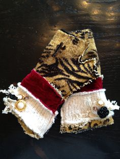 http://www.chickelalas.blogspot.com  upcycled gloves yes pls!