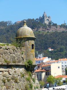 """Conhecida sobre tudo pela sua majestosa basílica, a Basílica de Santa Luzia, a Cidade de Viana também tem o seu castelo, o Forte de Santiago da Barra, também referido como """"Castelo de Viana"""".…"""