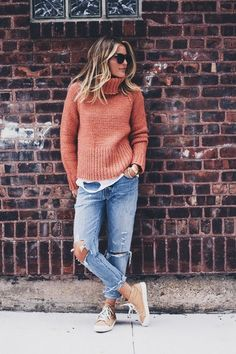 Cozy casual. I dig this. Great jeans! Pijamas Women, Comfy Casual, Sweater Outfits, Outfits Otoño, Knitwear, Sweaters For Women, Turtle Neck, My Style, Clothes