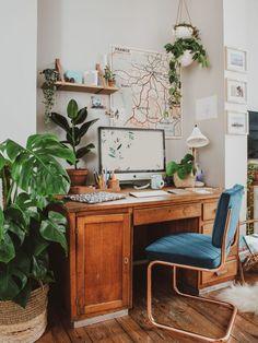 Boho home office for the work from home moms. Ideias para criar um Home Office pequeno – A CASA DELAS Home Office Table, Home Office Space, Home Office Design, Home Office Decor, House Design, Office Ideas, Desk Office, Ikea Office, Office Spaces